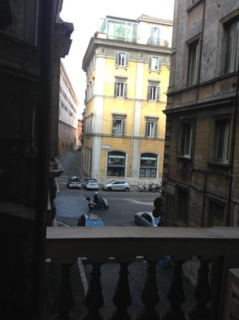 Hotel Fellini : The view was Ok, but again so close to Fontana di Trevi and quiet when you opened doors!!