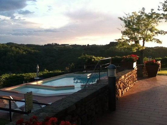 Borgo La Casaccia: Pool with a view