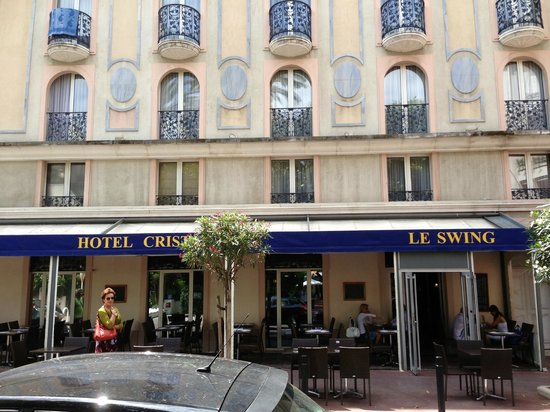 Hotel Le Cristal Restaurant: Restaurant view from across the road