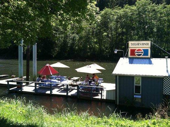 Jamie's Dockside Diner at Taylor's Landing: Floating Diner, high tide