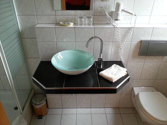 Hotel Laux: Waschtisch mal anders. Gefällt mir.