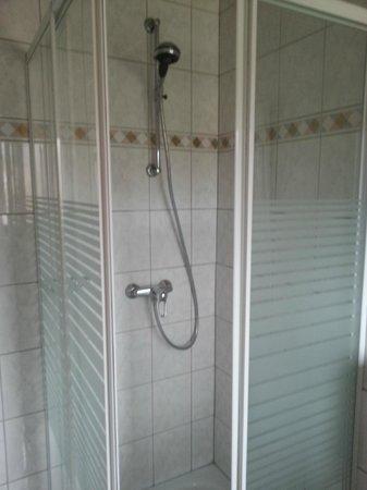 Hotel Laux: Dusche