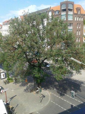 Domus Hotel Berlin Ku'Damm: Dalla nostra finestra al quarto piano.