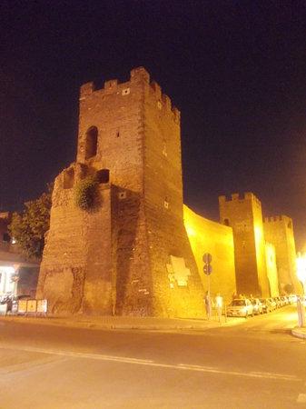 Quartiere San Lorenzo: san lorenzo - mura aureliane