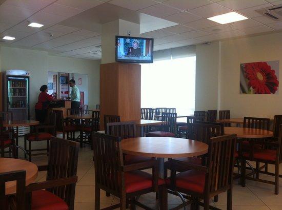 Hotel Ibis Contagem Ceasa : salão restaurante - bem arrumado