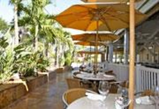 Guppy's on the Beach: Guppy's outdoor dining