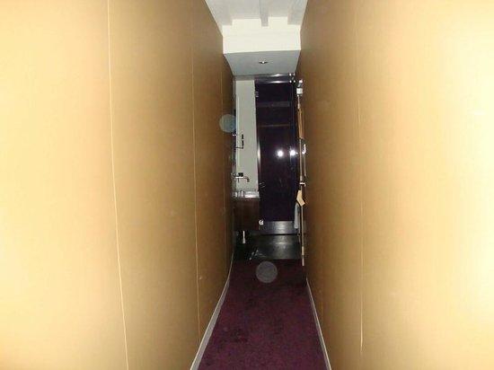 "Hotel de Notre Dame ""Maitre Albert"": room"