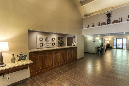 Lobby/Front Desk - Comfort Inn Harlan, KY