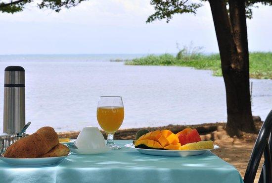 Hotel Safari Gate: Breakfast at the Beach