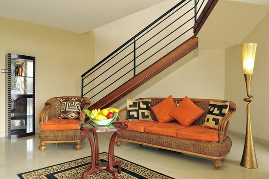Hotel Safari Gate: Ambassadorial suite living room: All made in Africa