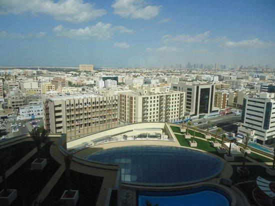 Vue piscine d'ne haut de l'hôtel