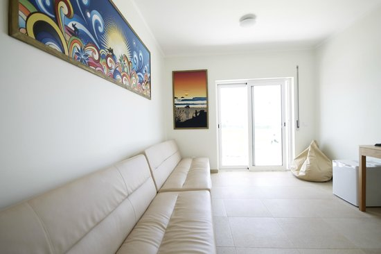 Peniche Surf Camp: Living room