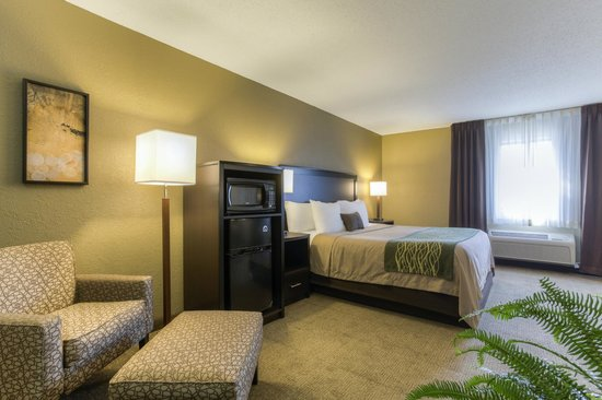 Quality Inn: King Suite - Comfort Inn Harlan, KY