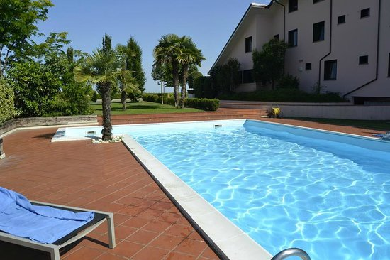 Hotel San Silvestro: La piscina
