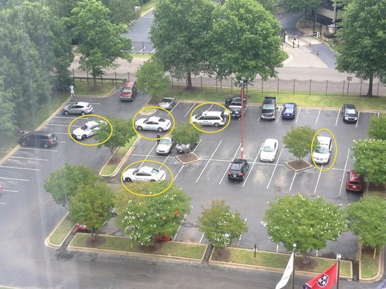 Crowne Plaza Memphis East : Five police cars to investigate the car break-ins from the previous night.
