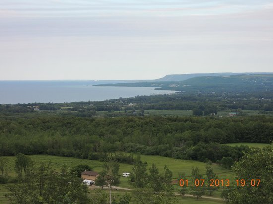Irish Mountain Bed and Breakfast: View of Georgian Bay from Lakeview Suite