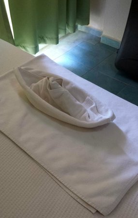 Vela Hotel Icmeler: A boat made from towels by the cleaners