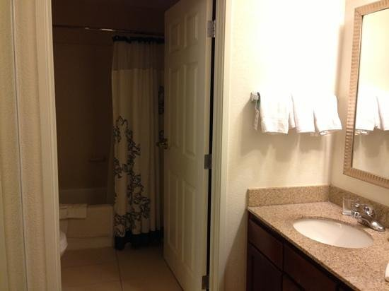 Residence Inn Boulder Longmont: standard bathroom