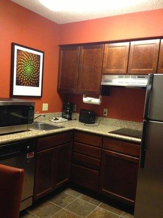 Residence Inn Boulder Longmont: kitchen