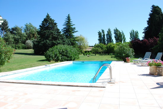 La Saugie Bed and Breakfast: Pool & Garden