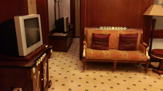 Salvo Hotel Shanghai: Business Suite Study