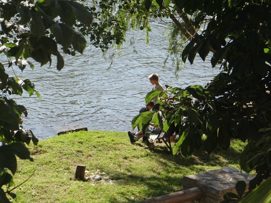 Montfaucon: Kids fishing on the river