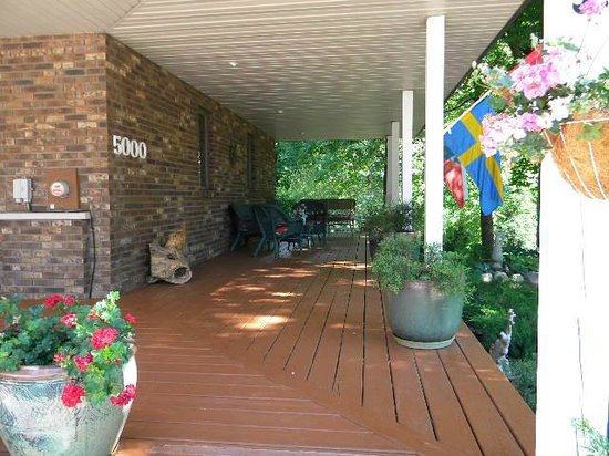 Dove Nest Bed and Breakfast: front porch