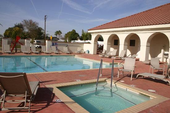 Bakersfield RV Resort: Pool & Spa