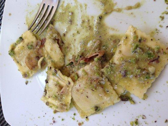 Gli Aragona: Pansotti al pistacchio e speck (mezzi mangiati!!!)