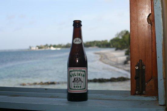Blackbird Caye Resort : Belikin Buddy