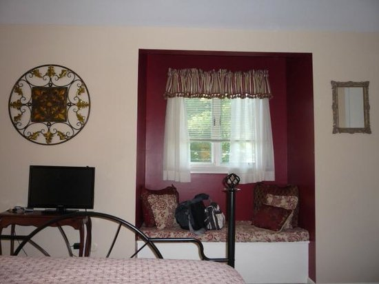 Cranberry Manor: Cozy Window Seat in the Geranium Room