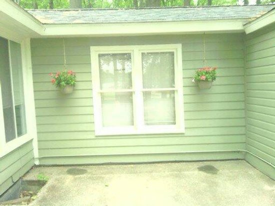 Maple Lane Cottages: This beautiful patio comes with our three bedroom cabin