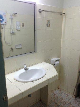 Baan Sabaidee Guest House: อ่างล้างหน้าสะอาดดี