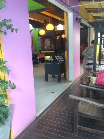 Baan Sabaidee Guest House: ฟร้อนด้าหน้า อยู่ใกล้เซเว่นและตลาดสดด้วย