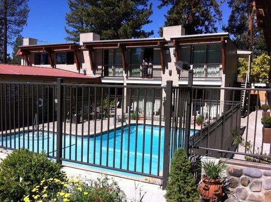 Firelite Lodge: Pool