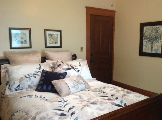 Coach House at Jordan Station : Tranquility guest suite