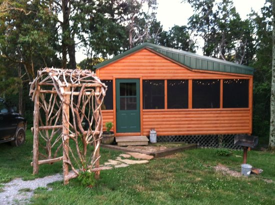 Rim Rock's Dogwood Cabins: Bear Cabin