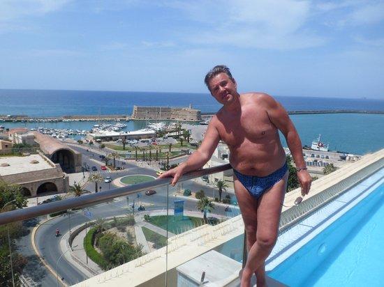 GDM Megaron Hotel: Вид с бассейна