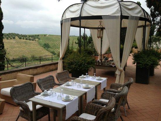 Villa Dianella: Colazione in giardino