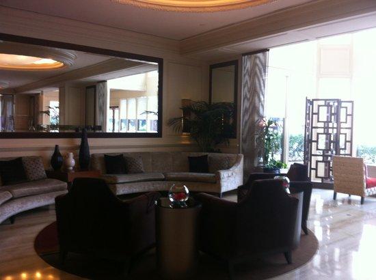The Bristol Hotel - A Greystone Hotel: Lobby