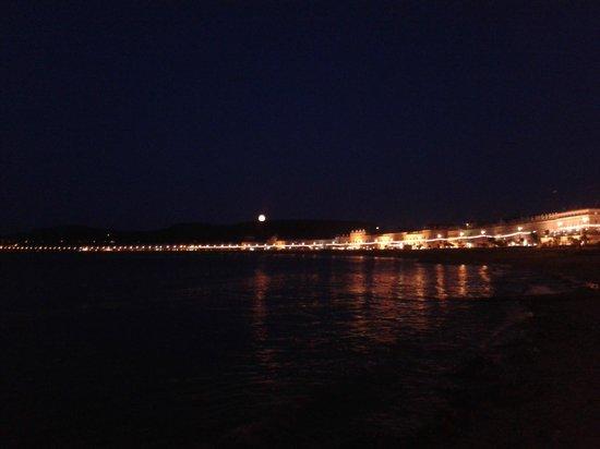 Bay Court: Supermoon! Night time Llandudno