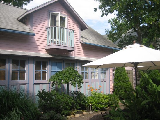 Oak Bluffs Inn: The Garden Patio area; perfect for morning coffee, afternoon lemonade, or an evening glass of wi