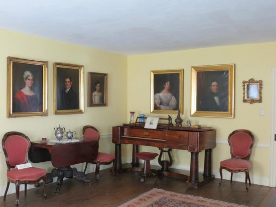 Kent Delord House Museum: The Gold Parlor