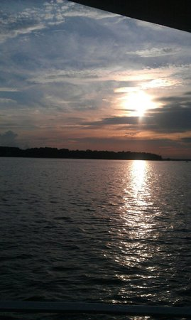 Vagabond Cruise: Sunset from the boat