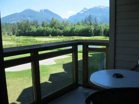 Executive Suites Hotel & Resort: View from room golf side