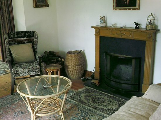 Old Pier House : lounge area inside main house