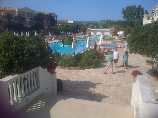 Bitzaro Grande Hotel: The pool is where I spent most of my holiday