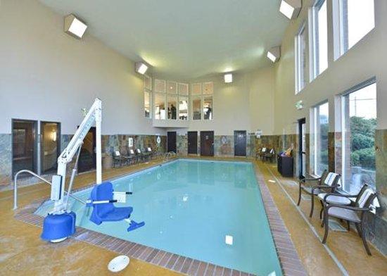 Comfort Inn & Suites: 24 hr Swimming Pool