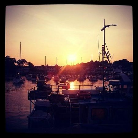 Nythfa Guest House: Sunset over Saundersfoot Harbour