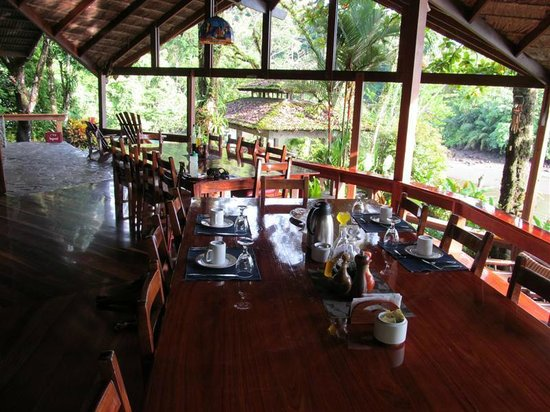 Aguila de Osa: What an elegant, open air dining experience. Staff SO very attentive.